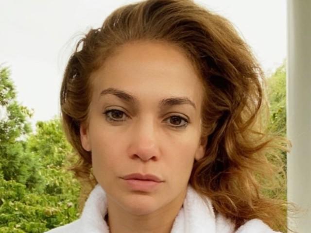 J-Lo strepitosa nell'ultimo selfie senza trucco