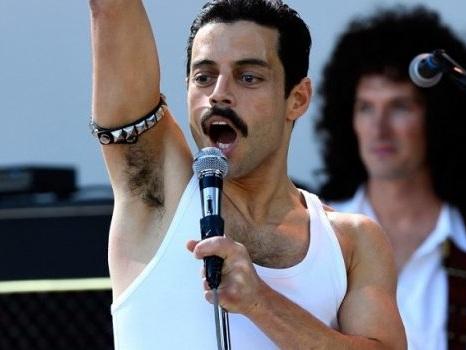 """Rami Malek difende il film Bohemian Rhapsody dalle polemiche: """"Per celebrare Freddie Mercury non bastano due ore"""""""
