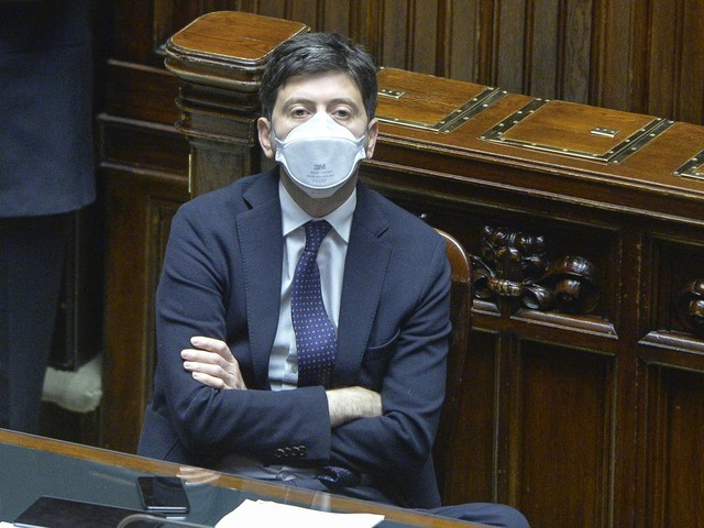 """""""Aspettiamo i nuovi dati poi lunedì la decisione"""" Un round alla Lombardia"""