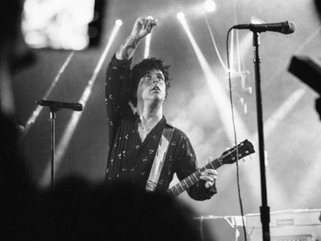 """Billie Joe Armstrong dei Green Day sul nuovo album: """"Parlare di Trump nelle canzoni? No, mi fa venire la diarrea"""""""