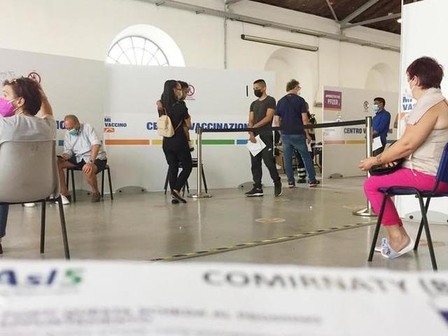 Settimana record per le vaccinazioni, la Liguria insiste sulle Open night