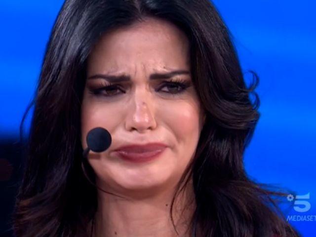 Laura Torrisi piange ad Amici Celebrities: lo sfogo contro la Vanoni