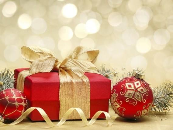 Regali di Natale: 10 regole d'oro per risparmiare, scegliere il dono giusto ed evitare sprechi