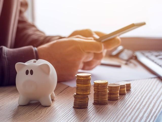 Come posso risparmiare una parte dello stipendio? I trucchetti che utilizzano gli italiani