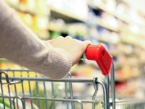 Covid, 18 tamponi positivi nei supermercati: tracce di virus su carrelli, cestini e Pos