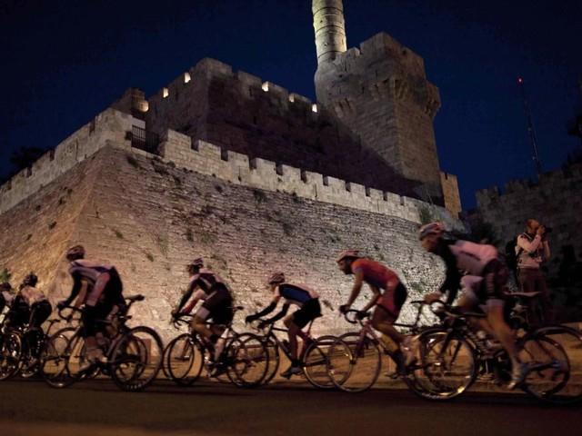 Il Giro d'Italia a Gerusalemme diventa un caso diplomatico. Poi la scomparsa del West e la conferma: partirà da Israele