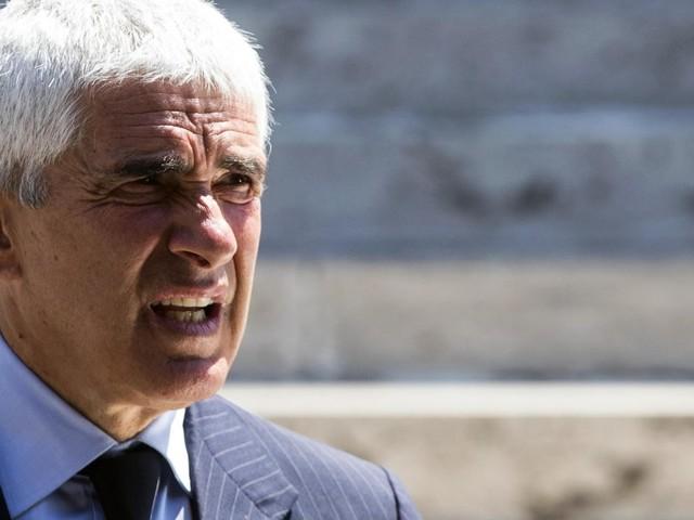 Sul calendario la Commissione Banche va in tilt, Casini resta solo