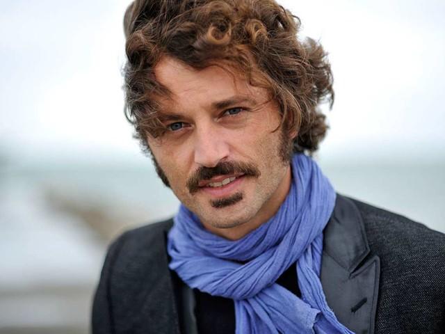 Chi è Guido Caprino: vita privata, titolo di studio e altre curiosità sul famoso attore