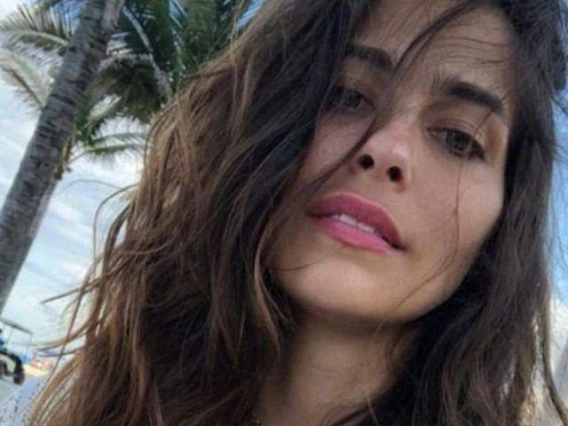 Ariadna Romero Instagram, davanzale 'fiorito' nel pizzo: «La bellezza scesa in terra»
