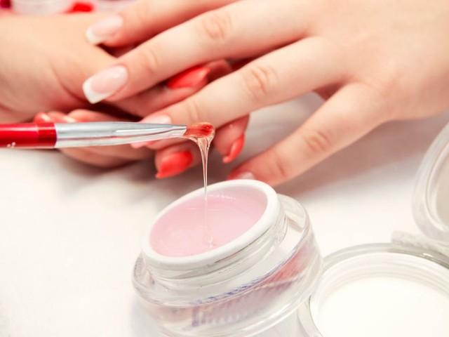 Vantaggi e controindicazioni della ricostruzione delle unghie con gel