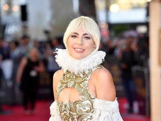 Lady Gaga si è fidanzata: chi è la nuova fiamma della cantante – VIDEO