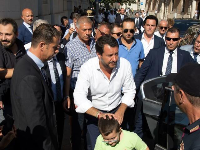"""Salvini mette in imbarazzo la Difesa: """"Hezbollah terroristi"""""""