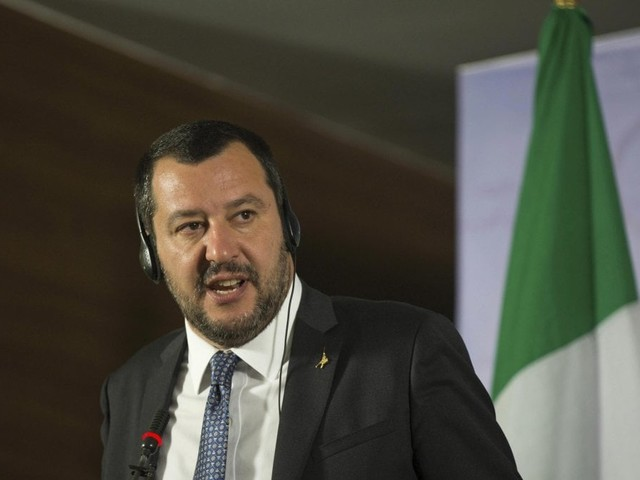 """Salvini con Di Maio: """"La Francia sottrae ricchezza all'Africa. Nessuna lezione da Macron"""""""