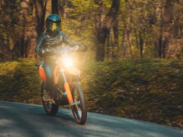 Moto e scooter: obbligo di luci accese anche di giorno
