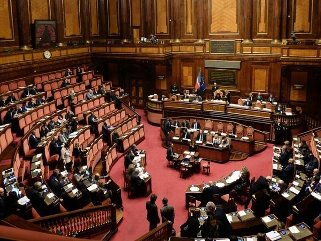 Sfiducia di Bonafede al Senato, ma Renzi salva il governo