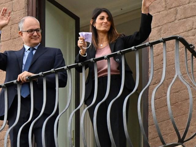 Roma, Gualtieri si insedia in Campidoglio: passaggio di consegne con l'ex sindaca Raggi