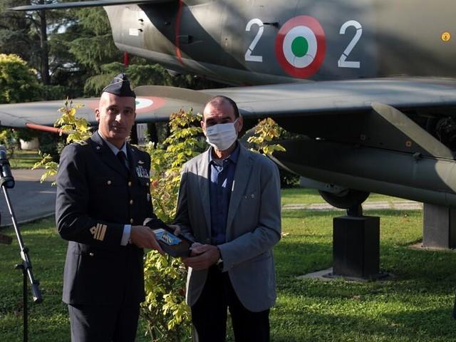 Realizzò una scultura per il Papa: l'artista dell'Aeronautica Remo Zoli va in pensione