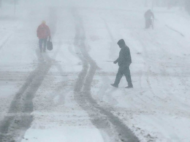 USA - Incredibile tempesta invernale, neve e gelo colpiscono il Midwest. Blizzard in Kansas. Temperature fino a -20°