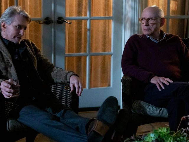Il Metodo Kominsky 2 su Netflix si conferma irresistibile col suo ritratto a tinte vive della vecchiaia (recensione)