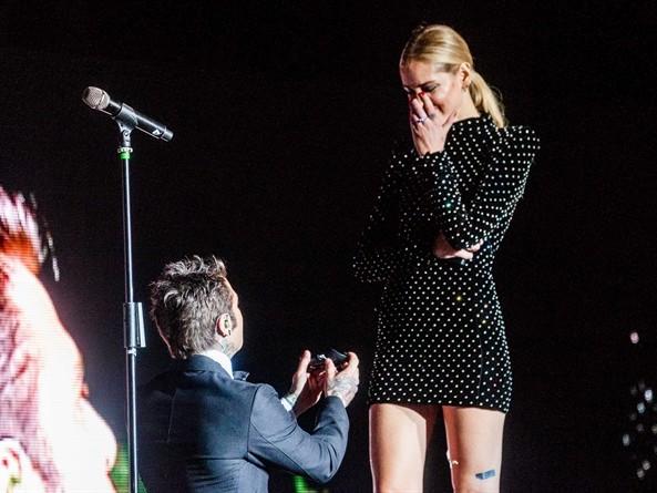 Fedez e il backstage della proposta di matrimonio a Chiara Ferragni: il dettaglio non sfugge ai fan [VIDEO]