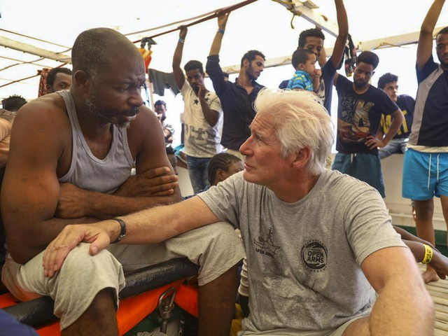 Migranti, Richard Gere a bordo della Open Arms per lanciare un appello
