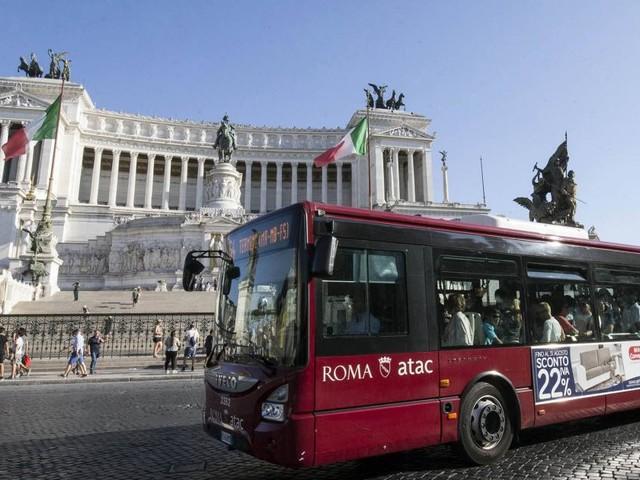Roma: autista della linea 46 aggredito in zona Boccea, fermati otto giovani