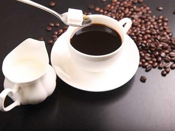 Quando ti offrono il caffè è meglio dire sì: 4 tazzine riducono il rischio morte, cancro e infarto