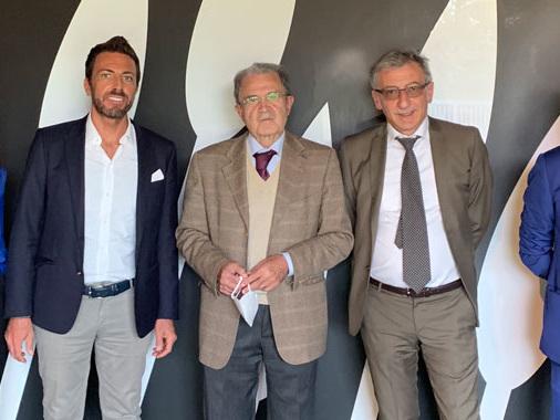 """Visita di Romano Prodi alla sede viadanese del Gruppo Saviola: """"Eccellenza dell'economia circolare"""""""
