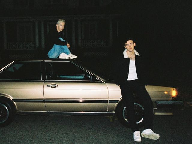 """Lauv & Troye Sivan: audio, testo e traduzione del nuovo singolo """"I'm so tired"""""""