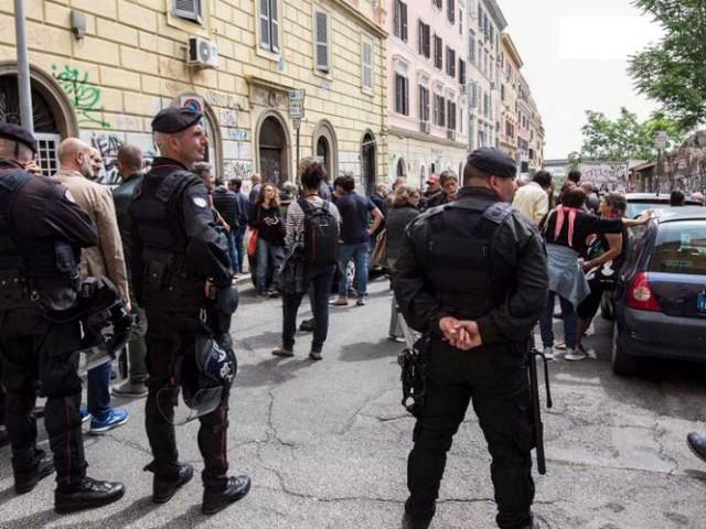 """Roma, leader di Forza Nuova portato in Questura: """"Portavo un mazzo di fiori dove è morta Desirée"""""""
