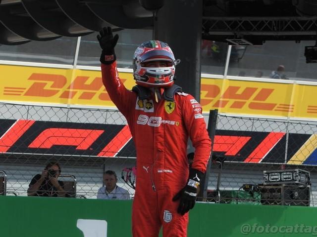 F1, GP Singapore 2019: Charles Leclerc, il fenomeno di Marina Bay. Mese da favola: dopo i trionfi a Monza e Spa una pole position impossibile
