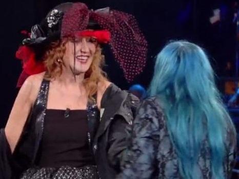 Duetto punk di Fiorella Mannoia e Lordana Berté in Dedicato, col ricordo di Michael Jackson (video)