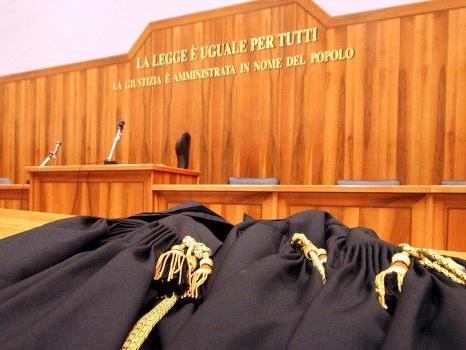 Giudice impone alle allieve di indossare minigonne, avviate indagini