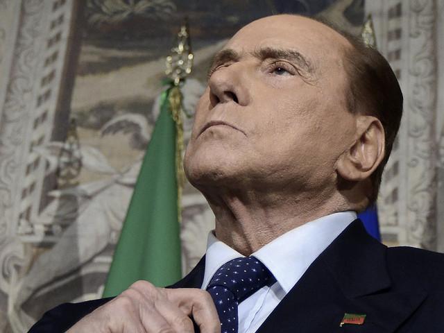 """""""A Mediaset i 5 Stelle pulirebbero i cessi"""". Berlusconi furibondo, riapre al Pd. Salvini lo stoppa: """"Sbaglia, con loro ci va da solo"""""""