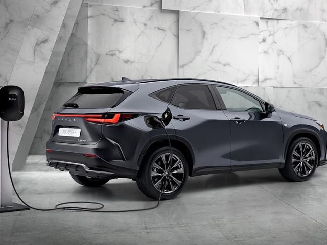 Lexus NX 2022: caratteristiche e nuovi motori ibridi
