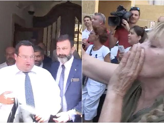 """Governo, senatori leghisti contestati a palazzo Madama da attivisti del M5s: """"Traditori, buffoni"""""""