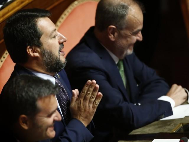 """Salvini inchioda Conte e M5s: """"Siete passati dalla rivoluzione ai voti di Casini, Monti e Renzi"""""""