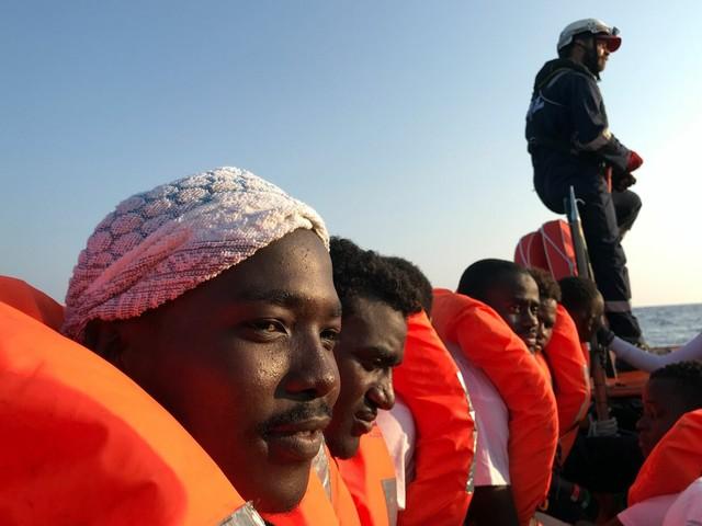 Il Pd si spacca sui migranti: perché il governo può saltare