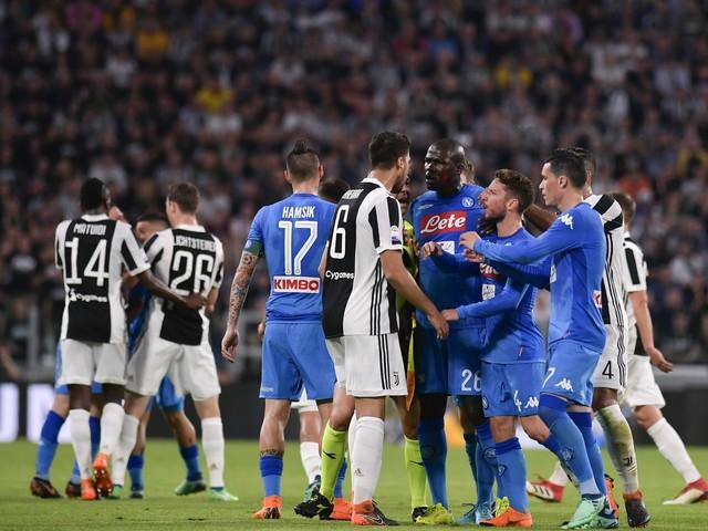 Spunta l'ipotesi penalizzazione. Juve-Napoli cambia la classifica