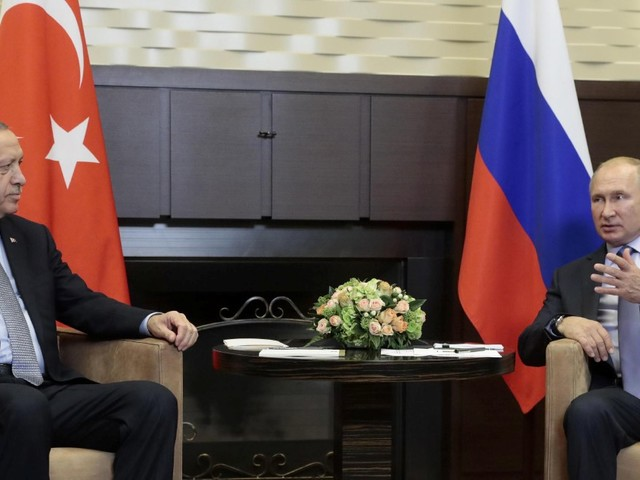 Siria, Assad accetta l'accordo tra Turchia e Russia sulla spartizione del nord-est. Curdo si dà fuoco davanti alla sede Onu a Ginevra