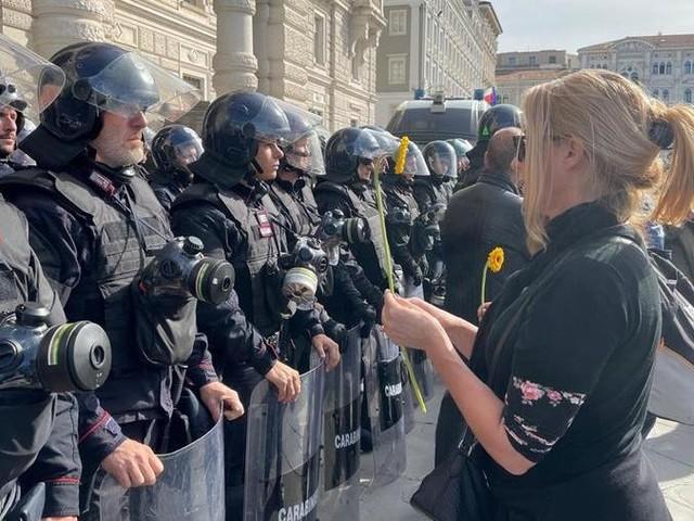 """Trieste, prosegue la protesta no Green Pass: """"Andremo avanti fino all'abrogazione di questa legge discriminatoria"""""""