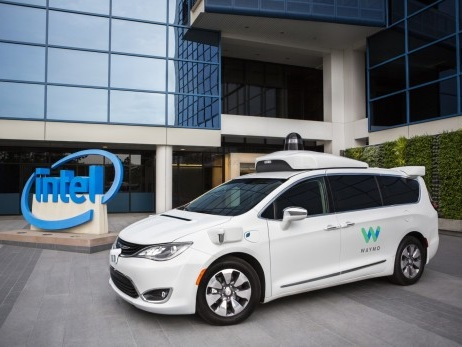 Intel e Waymo: guida autonoma nel mirino