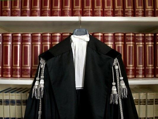 Avvocati: perché portano la toga nera?