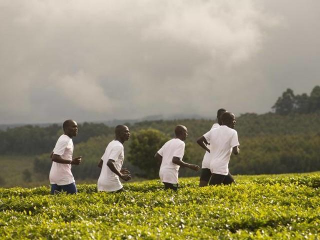 I runner keniani e i primi guadagni investiti per la comunità. Così lo sport diventa riscatto sociale