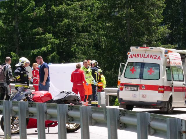Domenica nera sulle strade del Trentino Tragedie in val di Sole: due morti in moto Sei feriti in bicicletta, otto in altri incidenti