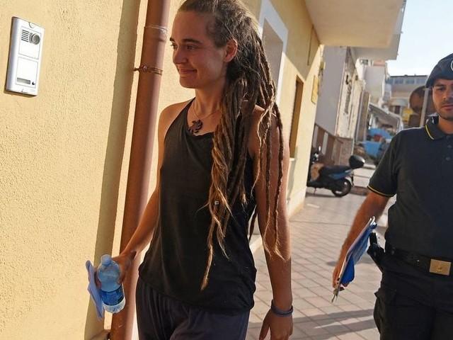 Carola Rackete, procura deposita ricorso contro la scarcerazione: domani l'interrogatorio