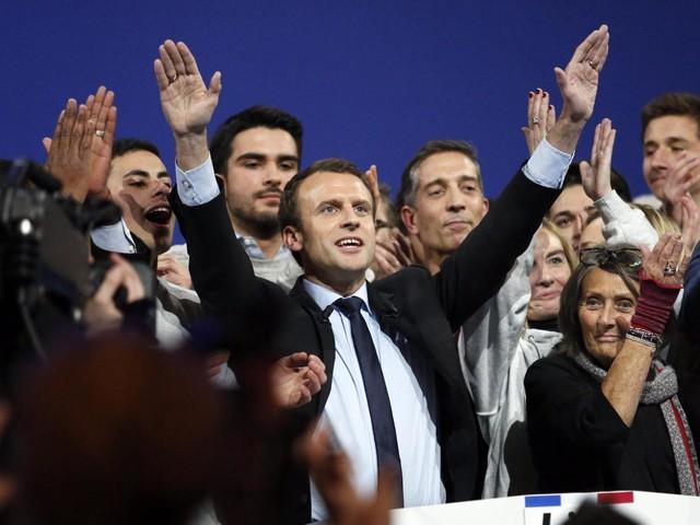 Emmanuel Macron, tra Fillon, Valls e Le Pen, è il quarto incomodo il politico più amato di Francia