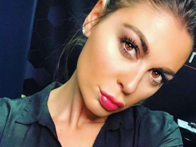 Jolanda De Rienzo, scollatura 'esagerata' su Instagram: il selfie allo specchio è da capogiro