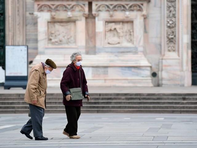 Coronavirus, la Toscana verso l'obbligo delle mascherine all'aperto