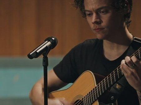 Video Two ghosts live in studio di Harry Styles behind the album, il documentario su Apple Music
